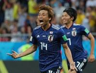 【日本2-3ベルギー】後半、2点目のゴールを決めて喜ぶ乾貴士=長谷川直亮撮影