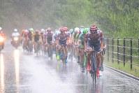 スタート直後から雨足が強くなり、豪雨の中のレースに=JBCF提供