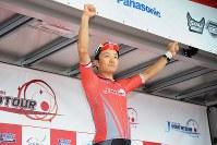 個人総合首位のルビーレッドジャージは窪木一茂(チームブリヂストンサイクリング)が堅持=JBCF提供