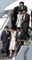 あの帰国から15年たった=羽田空港で2002年10月15日、中村琢磨撮影