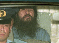 AUM Shinrikyo cult founder Chizuo Matsumoto, also known as Shoko Asahara, heads for the Metropolitan Police Department where he went through proceedings for the disclosure of the reason for detention at the Tokyo District Court, after he was served with a fresh arrest warrant for the 1989 murders of lawyer Tsutsumi Sakamoto, his wife Satoko and their son Tatsuhiko, on Sep. 8, 1995. He had already been indicted on murder and other charges, and his death sentence was finalized in 2006. (Mainichi)