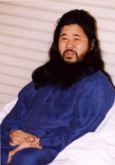 麻原彰晃代表、(本名・松本智津夫)のポーズ写真=平成4年10月22日撮影