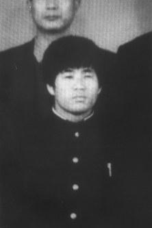 熊本県立盲学校の高等部専攻科を卒業した当時の麻原彰晃代表