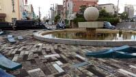 織田作之助が散歩したという道にある噴水=大阪府堺市で、伊地知克介撮影