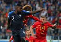 【フランス-ベルギー】後半、フランスのウンティティ(左)が先制ゴールを決める=ロシア・サンクトペテルブルクで2018年7月10日、長谷川直亮撮影