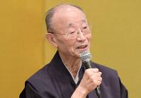 毎日21世紀フォーラムで講演する宗教学者の山折哲雄さん=大阪市北区で2018年6月11日、平川義之撮影