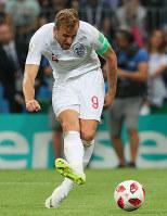 【クロアチア-イングランド】前半、シュートを放つイングランドのケーン=ロシア・モスクワのルジニキ競技場で2018年7月11日、長谷川直亮撮影