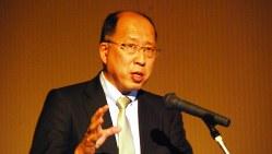 金融フォーラムで講演する金融庁の遠藤俊英・監督局長(当時)=熊本市で2017年2月28日、小原擁撮影