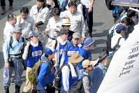 強い日が照る、開設された災害ボランティアセンター=愛媛県大洲市で2018年7月13日午前9時25分、山崎一輝撮影