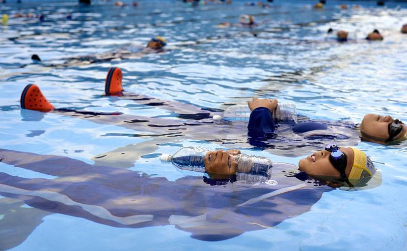 水難事故対策:「浮いて待て」 ...