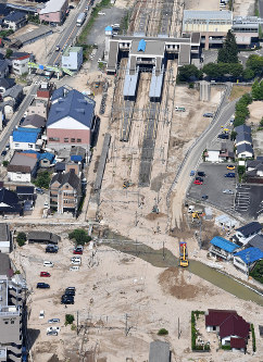Work to remove earth and sand is underway near Seno Station on the JR Sanyo Line, in Aki Ward in the city of Hiroshima on July 13, 2018. (Mainichi)