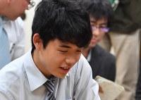 藤井聡太七段=大阪市の関西将棋会館で2018年5月18日撮影