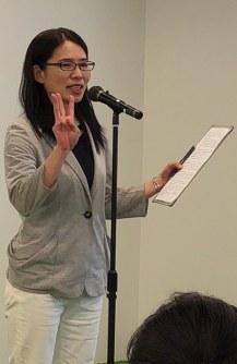 希望する働き方や自らの強みをアピールする「ママドラフト会議」=東京都中央区で