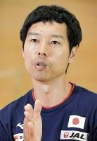 日本代表の選手選考方法を改革した日本体操協会の水鳥寿思・男子体操強化本部長=東京都北区のナショナルトレーニングセンターで2018年7月9日、藤井太郎撮影