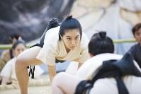 「菊とギロチン」の一場面。女優の木竜麻生さんが演じる主人公・花菊は、厳しい稽古を経て一人前の力士に成長する(c)2018「菊とギロチン」合同製作舎
