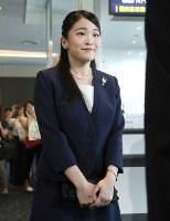 ブラジルを公式訪問するため、羽田空港を出発される秋篠宮家の長女眞子さま=2018年7月17日午前11時6分、代表撮影