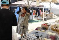 救援物資が集まる山下由美子さん(右)宅=愛媛県宇和島市吉田町で、今野悠貴撮影
