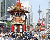 Floats are paraded through a street during the Gion Festival in Kyoto's Shimogyo Ward on July 17, 2018. (Mainichi)