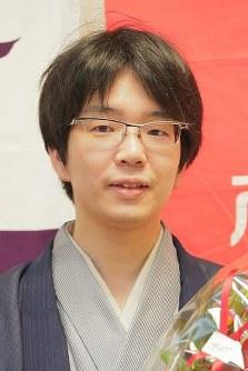 Masayuki Toyoshima is seen in Tokyo's Chiyoda Ward after defeating Yoshiharu Habu to claim the Kisei shogi title, on July 17, 2018. (Mainichi)