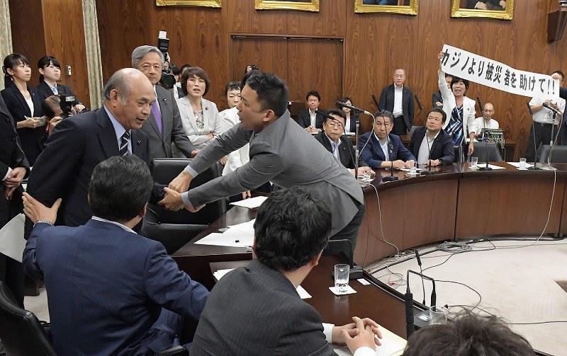 カジノ法案:20日成立 参院委で...
