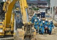 安否不明者の捜索に向かう救助隊ら=広島県呉市で2018年7月19日午前9時35分、木葉健二撮影