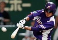 【大阪市(大阪ガス)-君津市(新日鉄住金かずさマジック)】三回裏新日鉄住金かずさマジック2死満塁、野坂が右越え逆転満塁本塁打を放つ=東京ドームで2018年7月19日、玉城達郎撮影