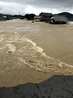 The Arii neighborhood of the Mabicho district of the Okayama Prefecture city of Kurashiki is seen submerged by muddy water on July 7, 2018. (Photo courtesy of a local resident)