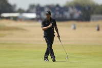 Kevin Kisner of the US putts on the 18th green during the first round of the British Open Golf Championship in Carnoustie, Scotland, on July 19, 2018. (AP Photo/Jon Super)