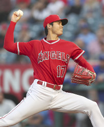 Shohei Ohtani of the Los Angeles Angels pitches against the Kansas City Royals in Anaheim, California, on June 6, 2018. (Kyodo)