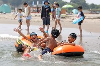 Children play at Haragamaobama Beach, which opened to swimmers for the first time in eight years, in the city of Soma, Fukushima Prefecture, on July 21. (Mainichi)