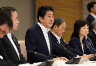 Prime Minister Shinzo Abe speaks at a meeting of all Cabinet ministers on the maintenance of administrative documents, at the prime minister's office in Chiyoda Ward, Tokyo, on July 20, 2018. (Mainichi)