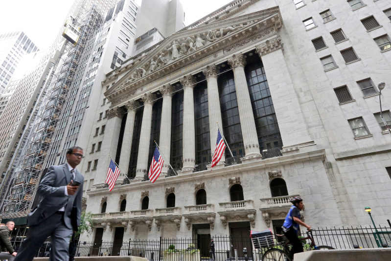 Stocks end slightly lower as traders shrug off trade talk