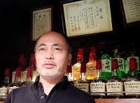 福山泰司さん=大阪市北区のバー「フォルティシモ」で、玉木達也撮影