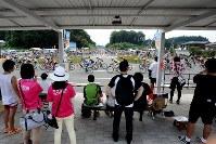 駅前のロータリーには多くの観客が集まった=JBCF提供