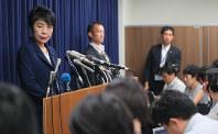 記者会見する上川陽子法相=法務省で2018年7月26日午前11時33分、長谷川直亮撮影