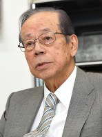 Former Prime Minister Yasuo Fukuda answers questions on the management of official documents in an interview with the Mainichi Shimbun in Tokyo's Minato Ward on July 24, 2018. (Mainichi)