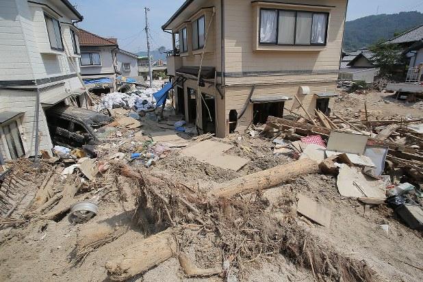 西日本豪雨:真備地区2100棟「全壊」一括判定 - 毎日新聞
