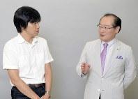 森健さん(左)と国立病院機構仙台医療センターの岡崎伸郎さん=東京都千代田区で2018年7月14日、渡部直樹撮影