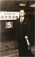 朝鮮半島と旧満州への第1回視察団に臨む日本旅行創業者の南新助氏=同社提供