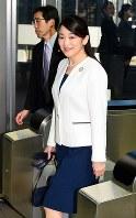 ブラジルから帰国した秋篠宮家の長女眞子さま=成田空港で2018年7月31日午後2時48分(代表撮影)