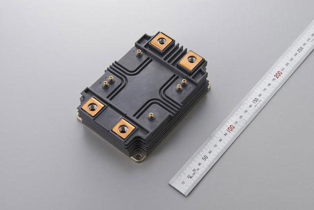 大電力を制御するパワー半導体には弁当箱くらいのサイズもある(写真は三菱電機の6.5kV耐圧フルSiCパワー半導体モジュール開発品)