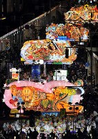 Colorful giant floats parade through the downtown area of Aomori during the Aomori Nebuta Festival on Aug. 2, 2018. (Mainichi)