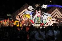 Giant floats parade through the downtown area of the city of Aomori during the Aomori Nebuta Festival on Aug. 2, 2018. (Mainichi)
