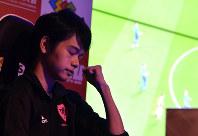 第18回アジア大会日本代表選考会で得点を決めて喜ぶ相原選手(レバ)=東京都豊島区で2018年5月27日、宮間俊樹撮影