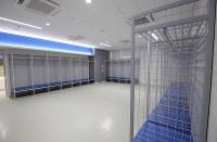 真新しい釜石鵜住居復興スタジアムの更衣室=岩手県釜石市で2018年8月3日午後3時2分、喜屋武真之介撮影