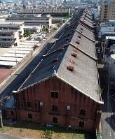 市街地に残る巨大な建物群=広島市南区で2018年8月1日、小型無人機で山田尚弘撮影