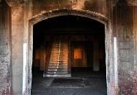 内部にはコンクリート造りの階段が備え付けられていた=広島市南区で2018年8月1日、山田尚弘撮影