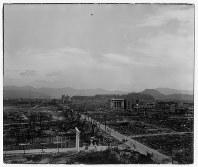 爆心地から260メートルの広島県商工経済会(現・広島商工会議所)から東に向かって。手前は広島護国神社の大鳥居=ゲイル・ヨシカワさん提供