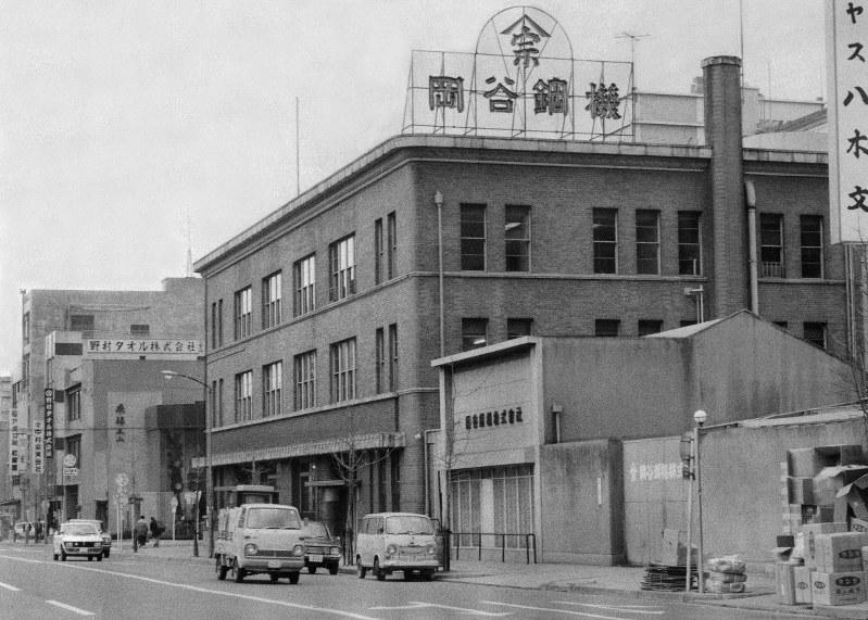 「笹惣」と呼ばれた岡谷鋼機の名古屋市中区栄にあった本社ビル=1971年11月撮影