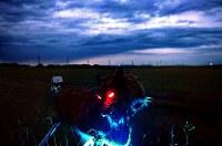 空知管内に広がる田園風景。ウルフの前方にはシカのけものみちになっている草むらがあり、後方の田んぼを赤い目を光らせ守っていた。センサー以外でも40分に1回、作動するようプログラムされている=空知管内で2018年6月26日、竹内幹撮影